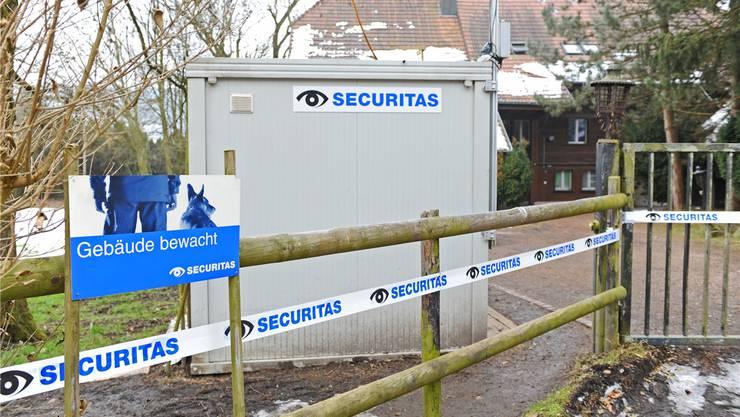 Bewacht ist die Asylunterkunft Oftringen heute schon – nun sollen weitere Videokameras und Scheinwerfer sowie ein hoher Zaun dazukommen.
