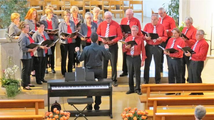 Der Gemischte Chor Neuendorf unter der neuen Leitung von Dirigent Krastin Nastev wusste das Publikum mit gefühlvollen Liedern zu begeistern.