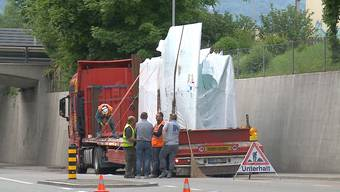 Unfall in Zuchwil: Ladung eines LKW bleibt an Brücke hängen