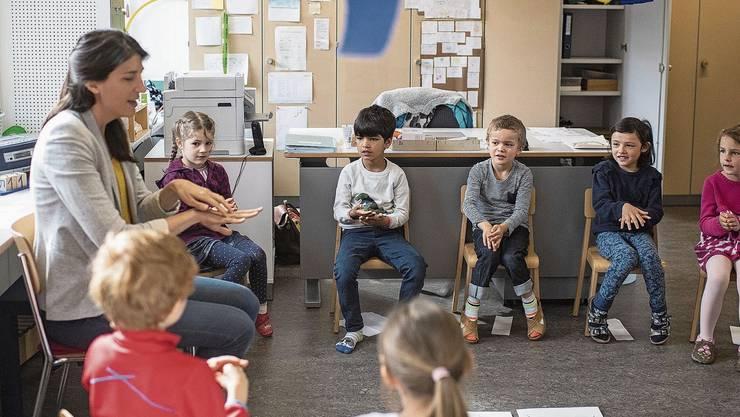 Die Anstellungsbedingungen in Kindergärten und Primarschulen sollen einander angeglichen werden.