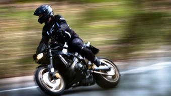 Der Motorradfahrer wurde mit 148 km/h gemessen. (Symbolbild)