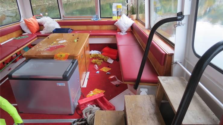 Unbekannte brachen in die MS «Stadt Laufenburg» ein, wüteten im Innenraum und richteten dabei einen erheblichen Sachschaden an. Nun wurden sie ermittelt