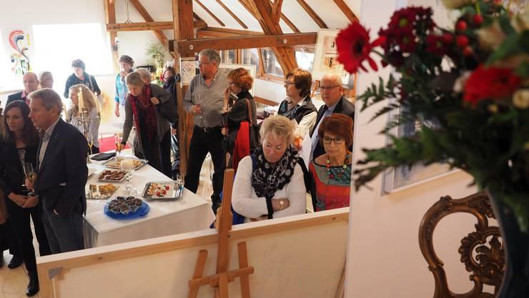 Zahlreiche Besucher kamen zur Vernissage von Sven Spiegelberg