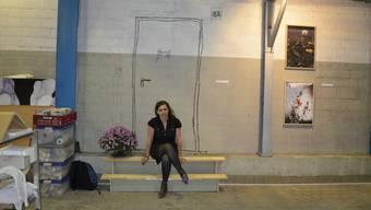 Sie ist die Türöffnerin für diesen Kunstraum: Salome Kuratli vor ihrem Kunstwerk in der Halle.li in Schlieren.