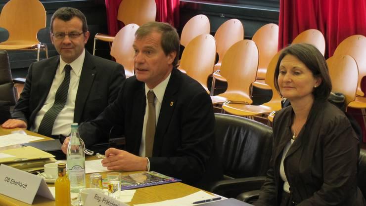 Die neue Regierungspräsidentin Bärbel Schäfer zu Gast bei Oberbürgermeister Klaus Eberhardt (links) und Stadtammann Franco Mazzi.