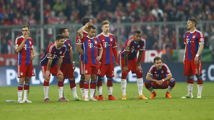 Bayern blamiert sich im Penaltyschiessen. Die Münchner verschiessen alle Elfmeter.