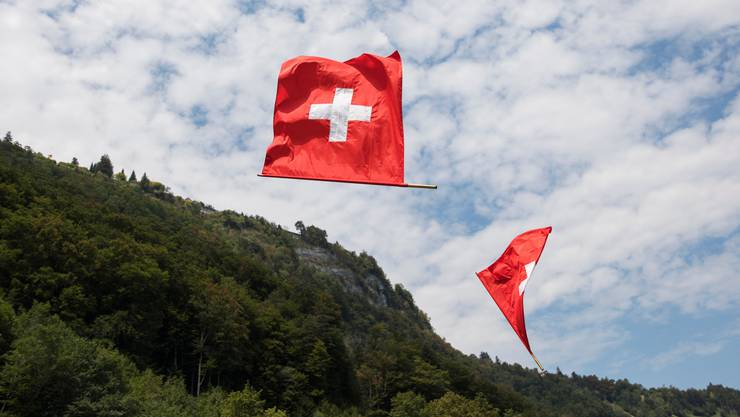 Traditionen, Glaube, Menschen mit einbeziehen: Der Nationalfeiertag und die Nationalhymnen heizt die Gemüter. (Keystone).