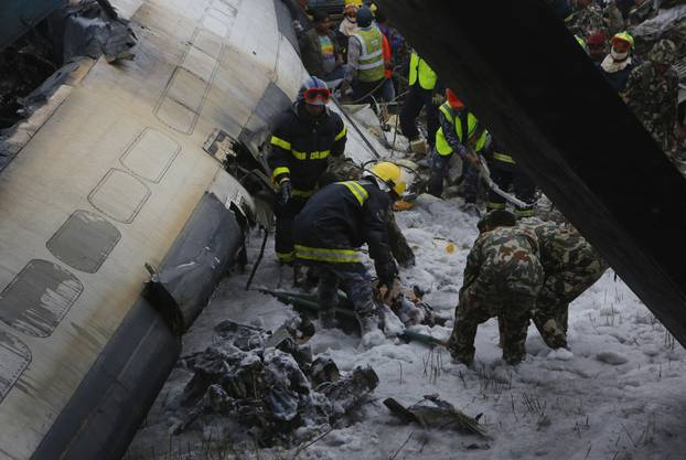 "An Bord waren  laut ""Kathmandu Times"" 67 Passagiere und vier Besatzungsmitglieder."