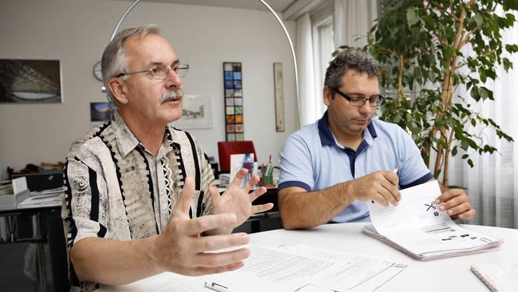 Gespräch mit Gemeindepräsident Stefan Hug zur Finanzlage Zuchwils. Rechts: Finanzverwalter Mike Marti.
