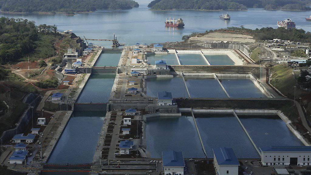 Den erweiterten Panamakanal können künftig auch Superfrachter mit bis zu 17'000 Containern durchfahren.