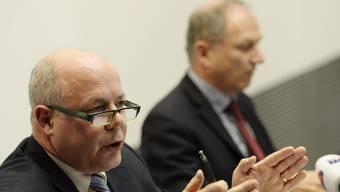 Oberugendanwalt Riesen (l.) und Justizdirektor Graf an eienr Medienorientierung im Fall Carlos Anfangs März. (Archiv)