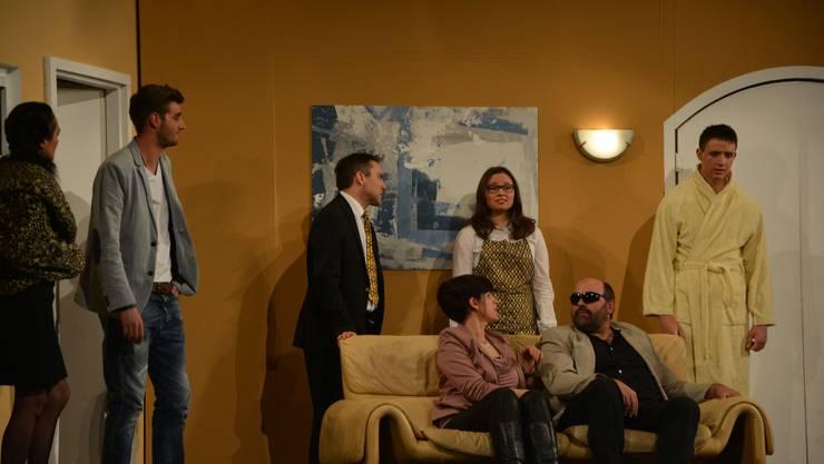 Das Ensemble der Waldegg-Bühne Uitikon feierte am Samstag mit dem Stück «En fatale Liebesbrief» Premiere.