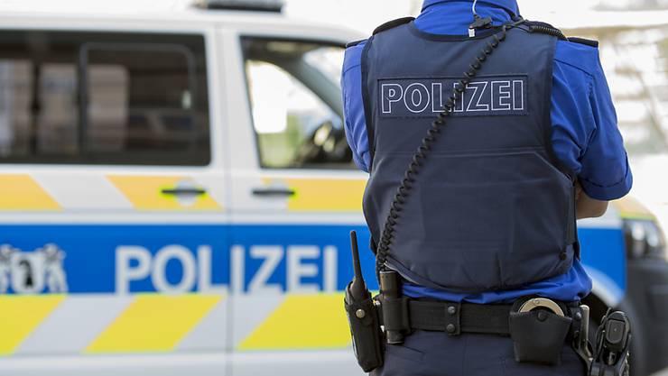 Die Kantonspolizei Basel-Stadt hat in den vergangenen zwei Wochen bei zehn Verkehrskontrollen in der Innenstadt 124 Ordnungsbussen ausgestellt. (Symbolbild)