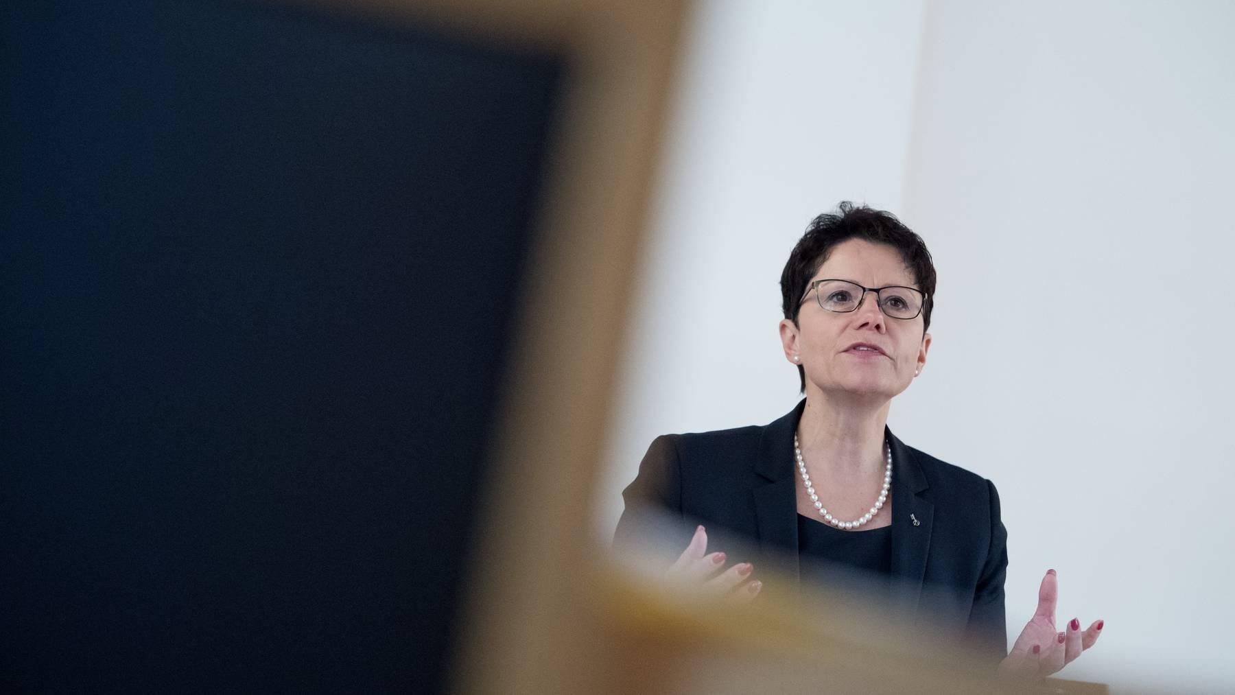 Gesundheitsdirektorin Maya Büchi-Kaiser erklärt die Übernahme der Bundesregeln in Obwalden mit der Pandemieentwicklung. (Archiv)