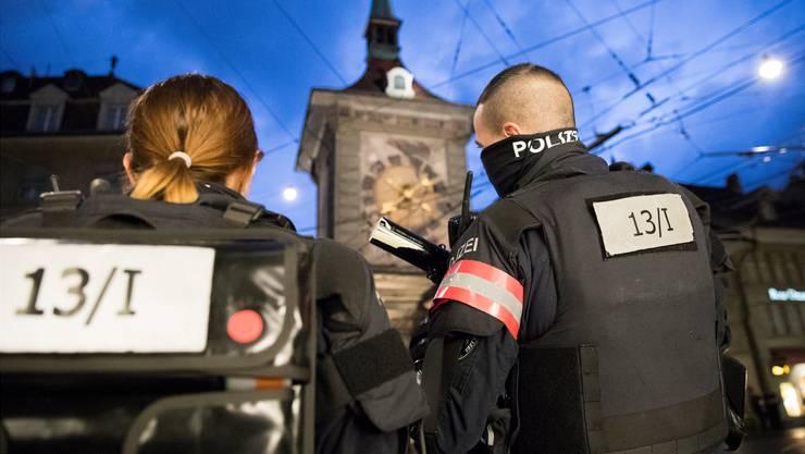 Die Polizei riegelte die Hauptstadt am Freitagabend mit einem Grossaufgebot ab, um eine unbewilligte Demonstration zu verhindern. Peter Klaunzer/Keystone