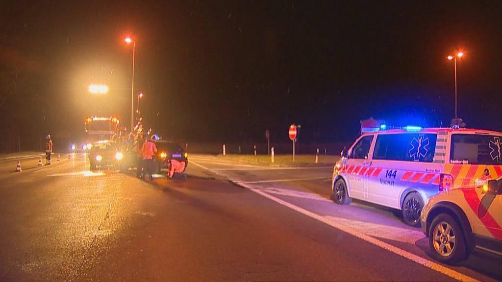 Nach einem Verkehrsunfall in Frauenfeld musste am Montag eine Autofahrerin ins Spital gebracht werden. (© Beat Kälin)