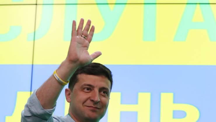 Der ukrainische Präsident Wolodymyr Selenskyj darf nach der Parlamentswahl mit der absoluten Mehrheit der Sitze rechnen.