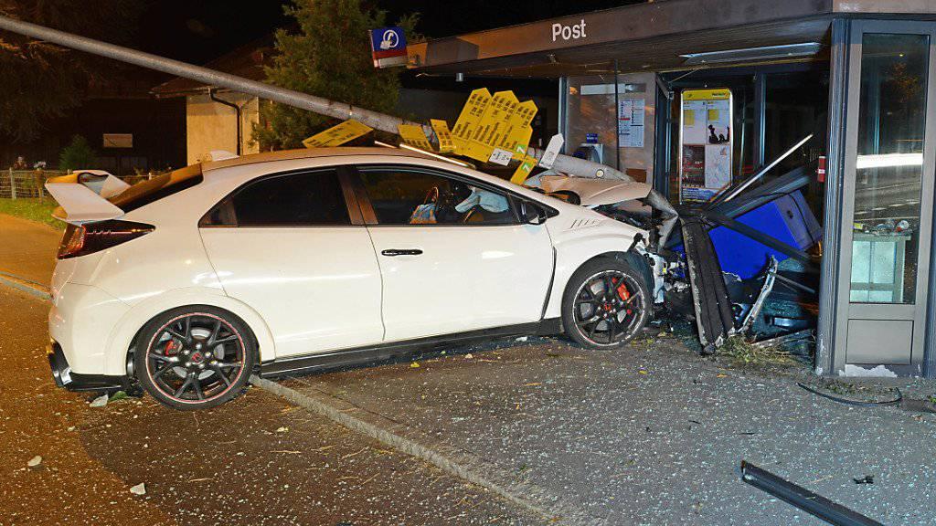 Über 100'000 Franken Sachschaden sind bei diesem Unfall in Sempach entstanden. (Bild Luzerner Polizei)