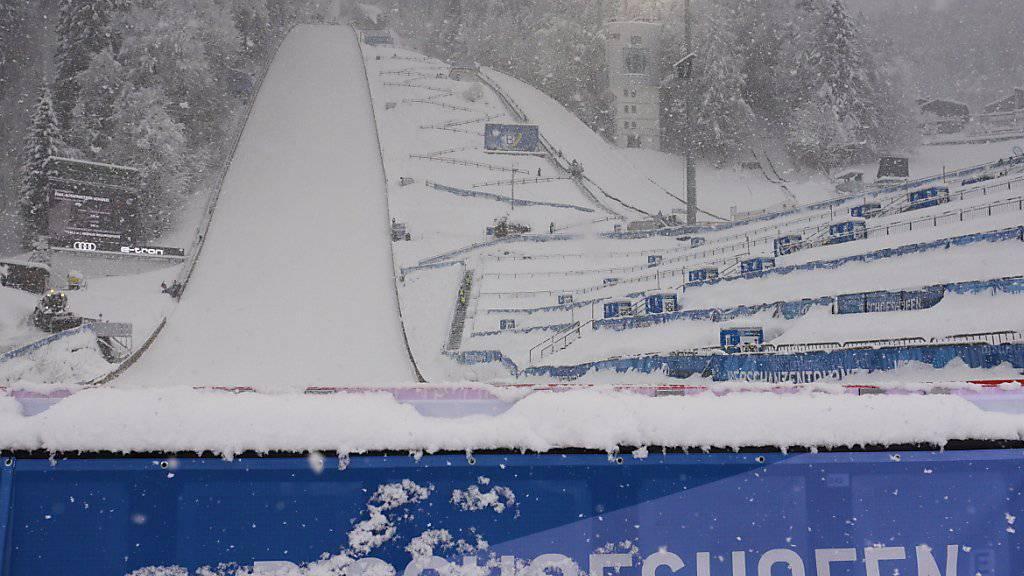 Der Schnee zwingt die Skispringer in Bischofshofen zur Pause