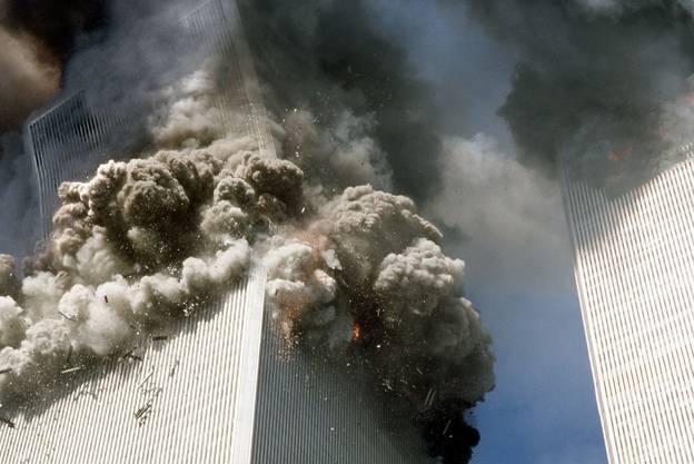 Der Südturm stürzt ein