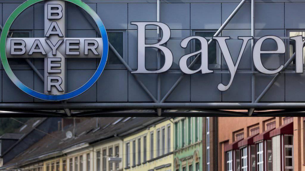 Die Klagewelle in den USA gegen den Agrarchemie- und Pharmakonzern Bayer wegen des Unkrautvernichtungsmittels Glyphosat reisst nicht ab: Es wurden Klagen von rund 11'200 Klägern zugestellt.