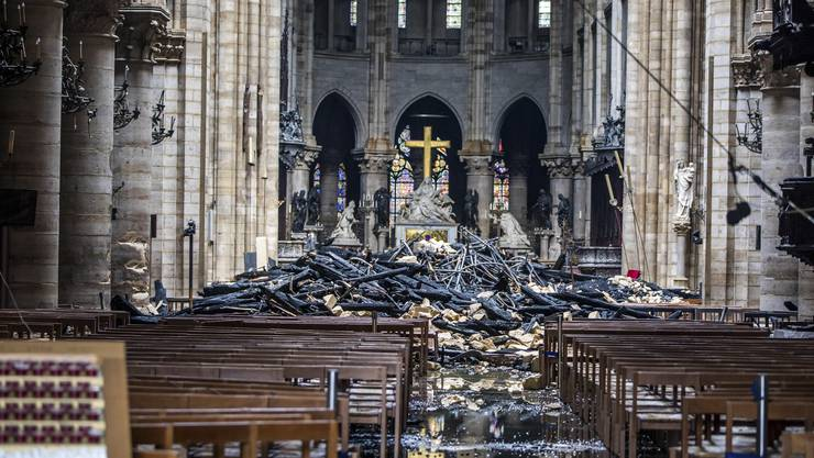 Ein Blick in das Innere der Kathedrale Notre-Dame in Paris nach dem verheerendem Brand.