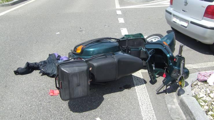 Beim Unfall wurde der Rollerfahrer mittelschwer verletzt (Symbolbild).