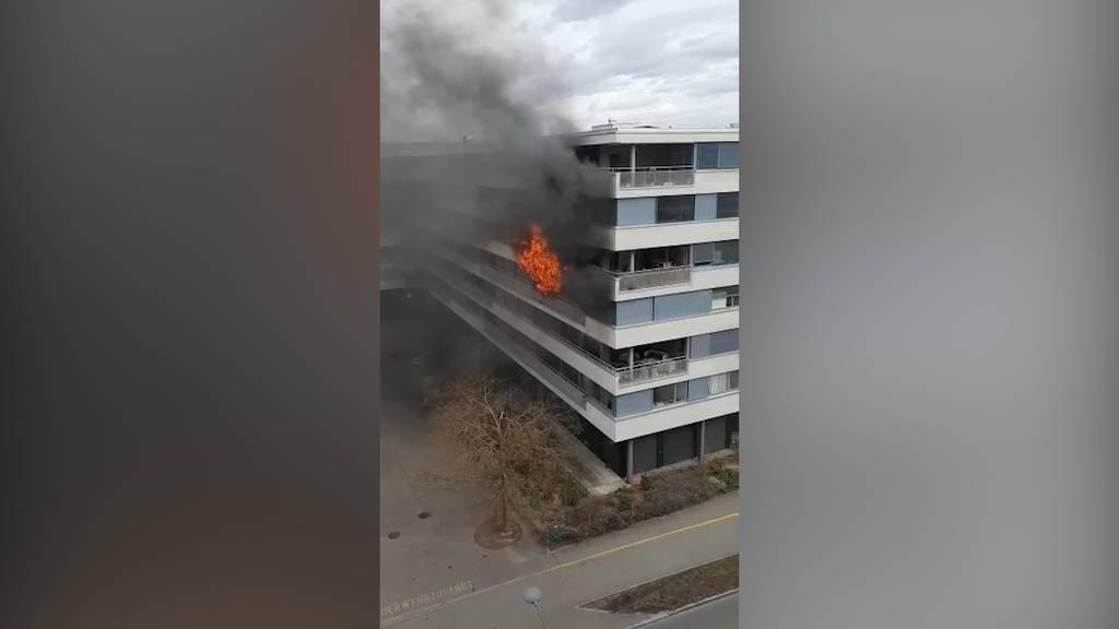 Affoltern (ZH): Balkonbrand zerstört wegen Sturm ganze Wohnung