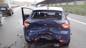 Bei Niederlenz wurden bei einer Auffahrkollision vier Autos beschädigt.