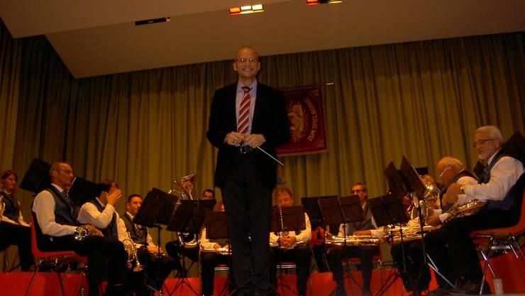 Dirigent Markus Würsch mit seiner Formation. Patricia Streib