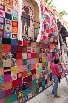 Urban Knitting in Spanien: Es darf auch mal ein Patchwork sein