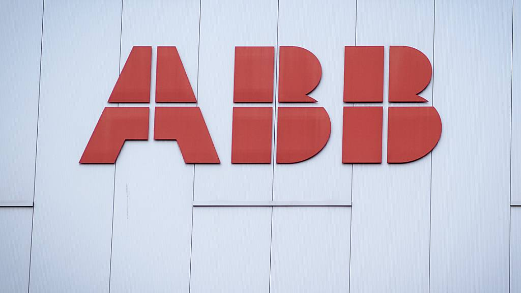 Der Technologiekonzern ABB erhöht die Vaterschaftszeit für seine Mitarbeiter auf vier Wochen. (Archivbild)