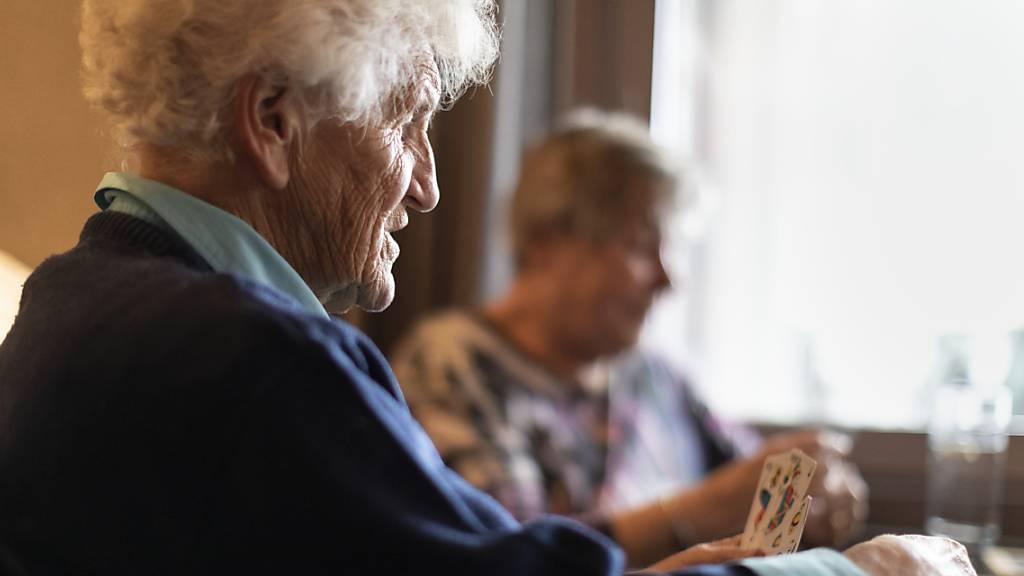 Pro Senectute fordert bezahlbare Betreuung von Senioren Zuhause