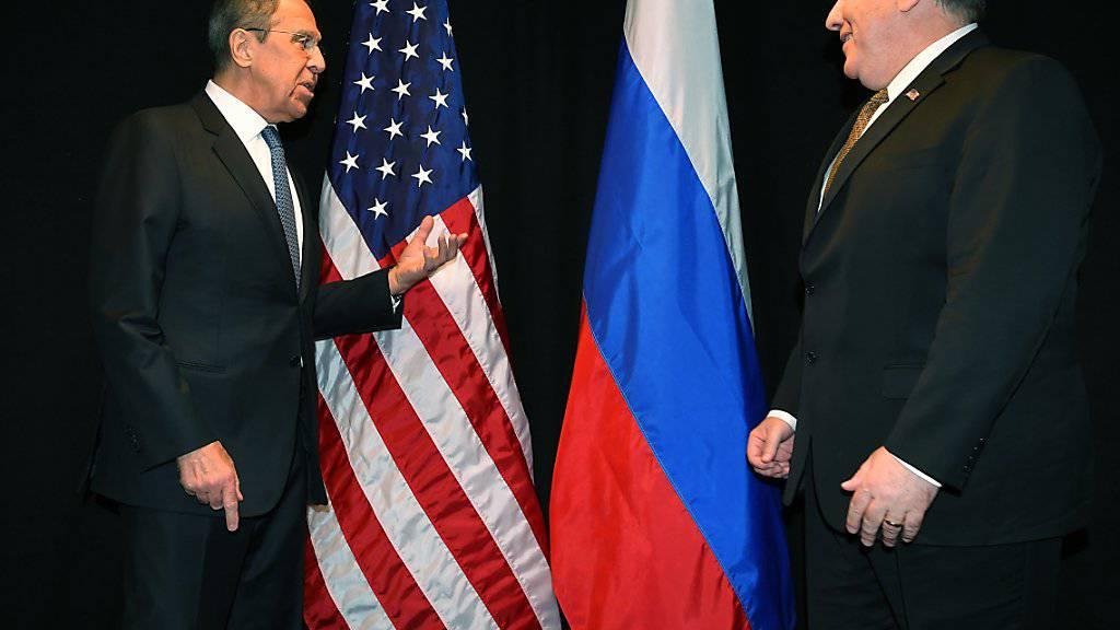 US-Aussenminister Mike Pompeo (rechts) wird am heutigen Dienstag in Russland erneut auf seinen russischen Amtskollegen Sergej Lawrow treffen. (Archivbild)