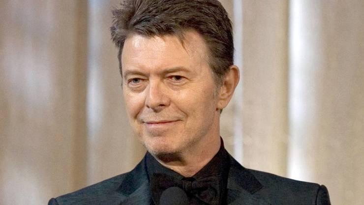 """10. Januar: David Bowie (69):  Der britische Rockmusiker gehörte zu den einflussreichsten Musikern der vergangenen Jahrzehnte. Im Laufe seiner Karriere erfand er sich immer wieder neu. Zu seinen berühmtesten Liedern zählen """"Let's Dance"""", """"Heroes"""" und """"Life on Mars""""."""