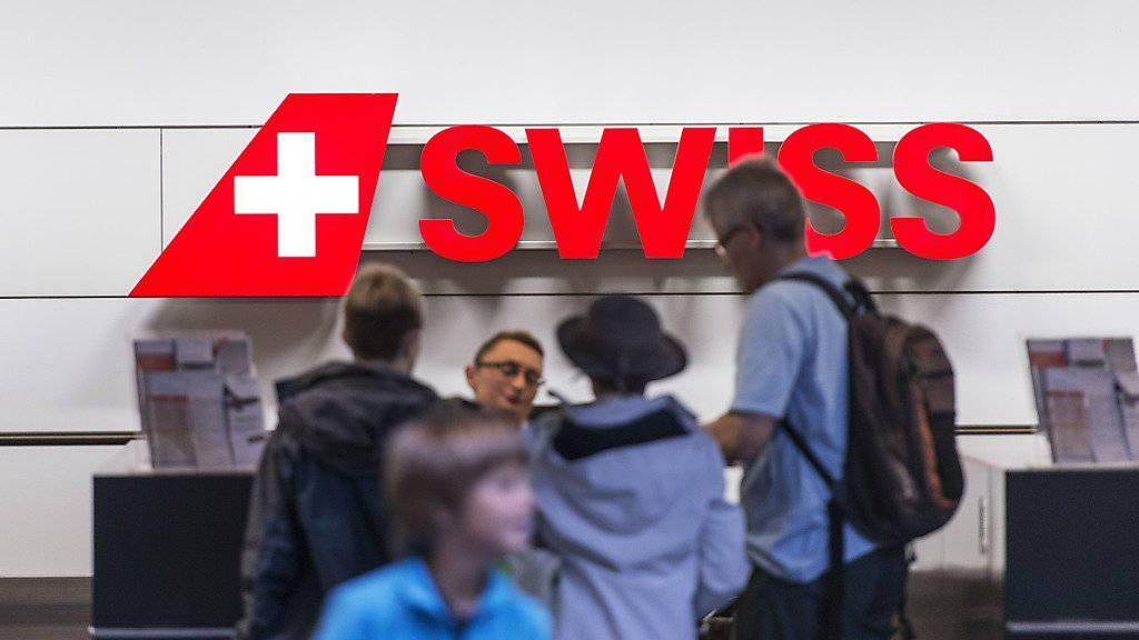 Wer sein Ticket nicht direkt bei der Swiss, sondern über ein GDS-System bucht, zahlt ab Dienstag 16 Franken drauf.