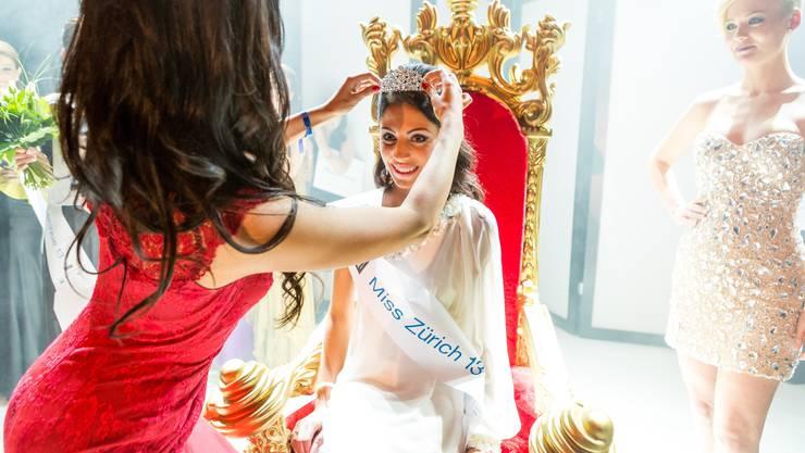 Vorgängerin Sandra Marjanovic setzt Marina Ettlin die Krone auf
