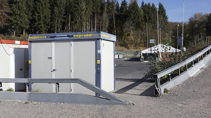 WCs in Baucontainern und eine Imbissbude im Zelt - so sieht das Berner Carterminal aus. (Archivbild)