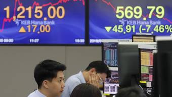 Die drohende Eskalation des Handelsstreits zwischen den USA und China liess auch in Asien die Börsenkurse sinken. Im Bild: Händler im Handelsraum der KEB Hana Bank in Seoul.