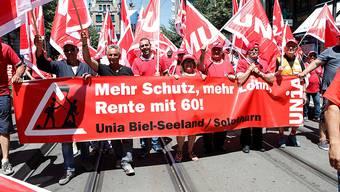 Aus der ganzen Schweiz sind mehrere tausend Bauarbeiter am Samstag nach Zürich gereist, um unter anderem für die Rente mit 60 zu demonstrieren.