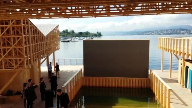 "Der ""Pavillon of Reflections"" beim Zürcher Seeufer"