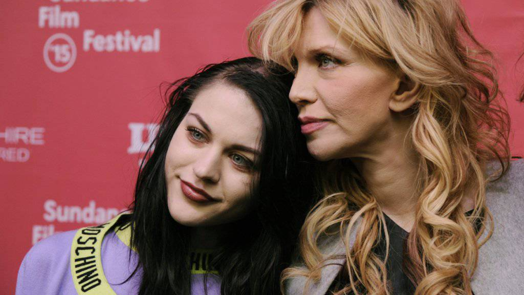 Frances Bean Cobain - (l) mit ihrer Mutter Courtney Love - ist kaufsüchtig.