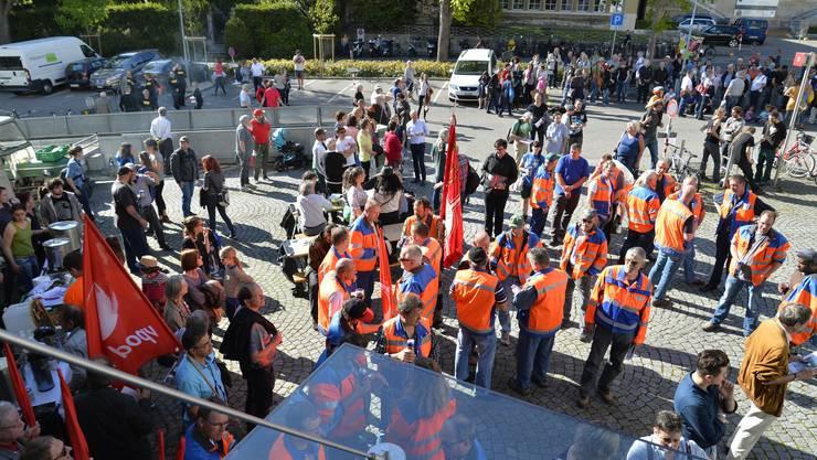Kundgebung auf dem Rosiusplatz hinter dem Stadtratssaal