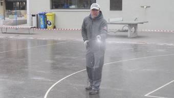 Lengnau hat ein Eisfeld.