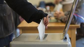 Die Stimmbürger und Stimmbürgerinnen wählen heute Sonntag in drei Kantonen Parlamente und Regierungen. (Symbolbild)