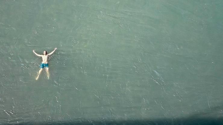 Ein Schwumm in einem Fluss wie der Aare ist wunderbar erholsam, sollte aber überlegt erfolgen. Die Hälfte der Todesopfer in offenen Gewässern verunglücken in Flüssen.