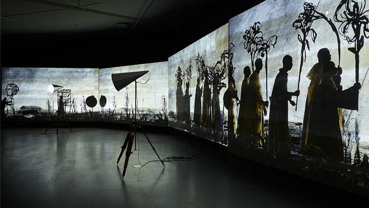 William Kentridge Acht-Kanal Videoinstallation «More Sweetly Play the Dance» ist derzeit in Basel zu sehen.