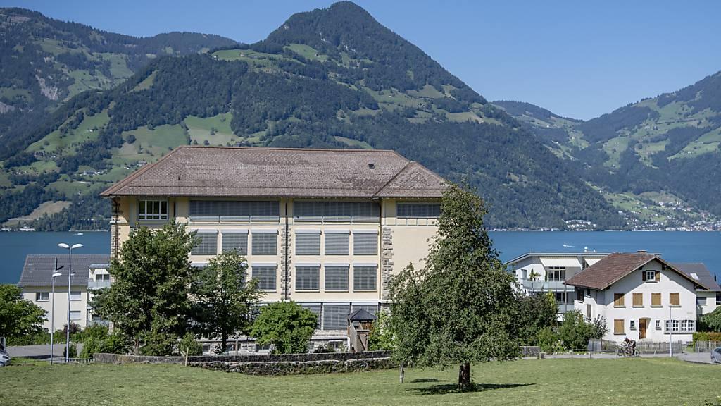 Das Schulhaus in der Gemeinde Beckenried.