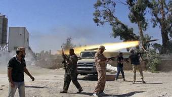Gefechte am Flughafen in Tripolis