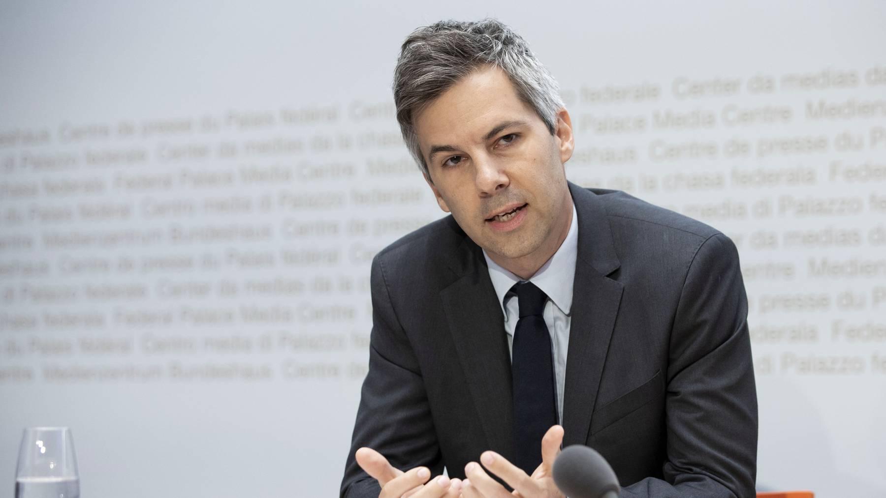 Marcel Salathé, Mitglied der Taskforce des Bundes und Epidemiologie-Professor an der EPFL, nimmt kritisch Stellung zur Situation im Clubbereich.
